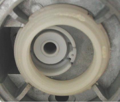 Festsitzender Filterfuß, Filterelement wurde beim Versuch den Filter zu wechseln abgerissen.